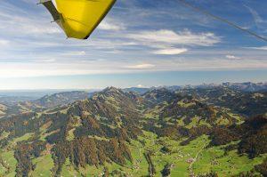 Rundflug mit Blick auf Hochgrat und Nagelfluhkette im Herbst
