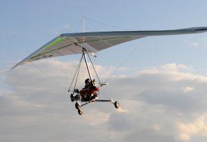 ein elektro Leichttrike im Landeanflug