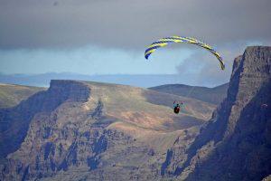Synphonia soart im Seewind auf Lanzarote